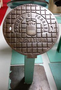 Kanaldeckel von Ferrara im Kanaldeckelmuseum