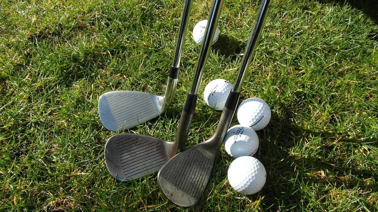 Foto Golfschläger und Golfbälle